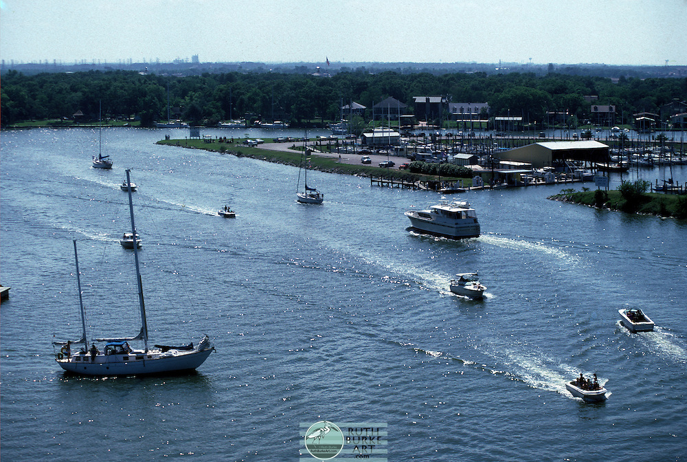 1986 Boat in Clear Creek Channel near Seabrook Marina and Clear Lake Shores