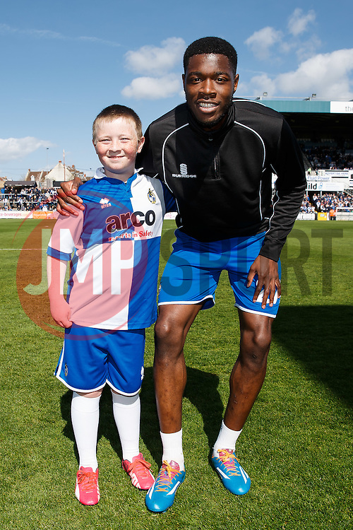 Bristol Rovers mascot poses with Nathan Blissett - Photo mandatory by-line: Rogan Thomson/JMP - 07966 386802 - 11/04/2015 - SPORT - FOOTBALL - Bristol, England - Memorial Stadium - Bristol Rovers v Southport - Vanarama Conference Premier.
