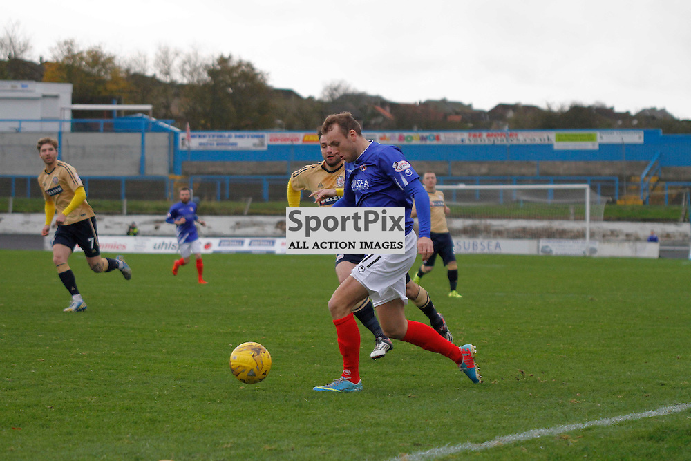 Cowdenbeath FC V Brechin FC, Scottish League 1, 14th November 2015Cowdenbeath FC V Brechin FC, Scottish League 1, 14th November 2015<br /> <br /> COWDENBEATH #11 GREIG SPENCE ON THE BALL