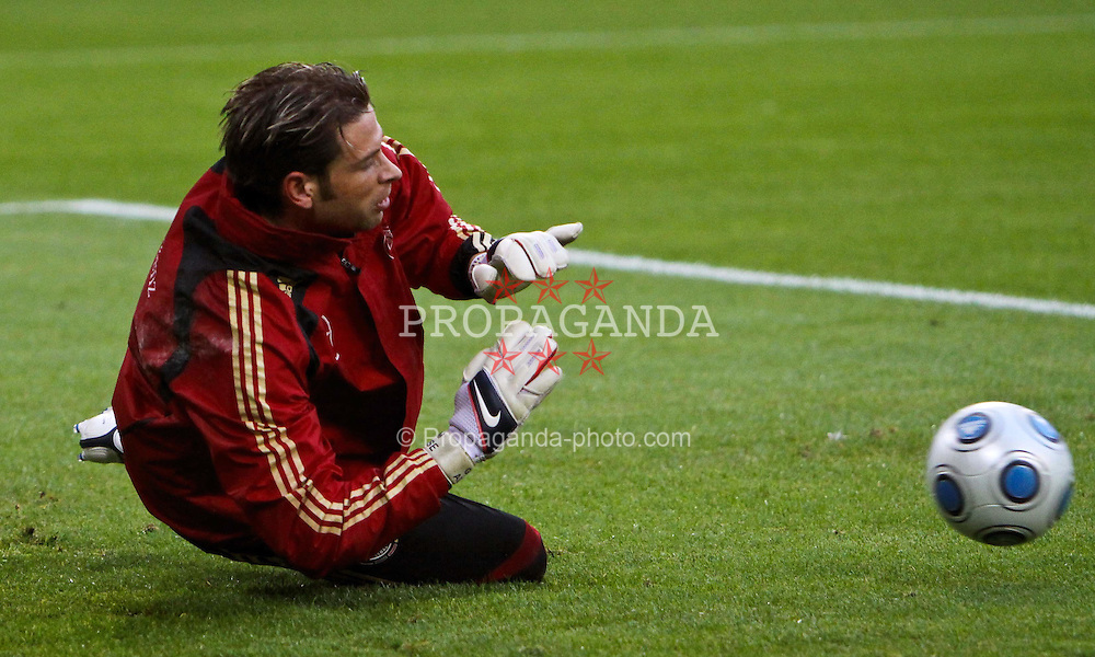 12.10.2009, Nordbank Arena, Hamburg, GER, DFB, Öffentliches Training im Bild, Tim Wiese im Training, EXPA Pictures © 2009 for Austria only, Photographer EXPA / NPH /Koring