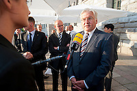"""03 AUG 2009, BERLIN/GERMANY:<br /> Thomas Steg (L), Medienberater von Steinmeier, und Frank-Walter Steinmeier (R), SPD, Bundesaussenminister und Kanzlerkandidat, waehrend einem TV-Interview, nach einer Veranstaltung der Karl-Schiller-Stiftung zum Thema """"Die Arbeit von morgen - Politik fuer das naechste Jahrzehnt"""", Baerensaal, Altes Stadthaus<br /> IMAGE: 20090803-02-134<br /> KEYWORDS: Gespräch"""