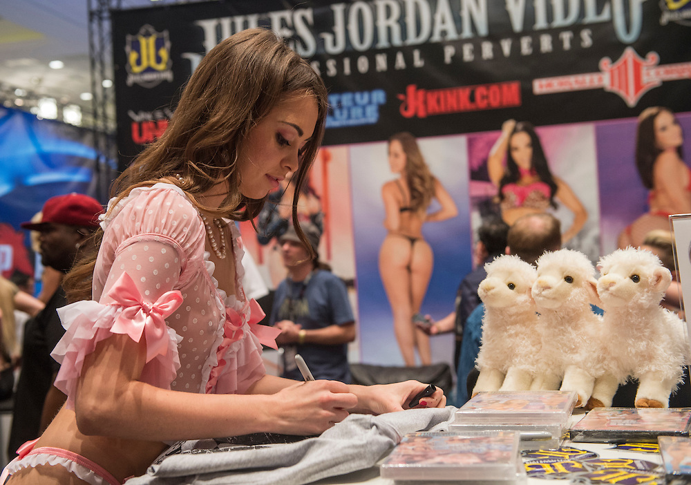 LAS VEGAS - JAN 18 : Porn star Riley Reid at the AVN Adult Entertainment Expo on January 18 2014 in Las Vegas , Nevada