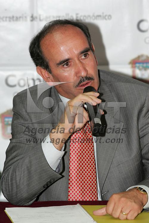 Toluca, Mex.- Marcos Marquez Mercado, Presidente Municipal de Tepotzotlan, durante la rueda de prensa donde anuncio la feria que se llevara a cabo en su municipio. Agencia MVT / Javier Rodriguez. (DIGITAL)<br /> <br /> <br /> <br /> <br /> <br /> <br /> <br /> NO ARCHIVAR - NO ARCHIVE
