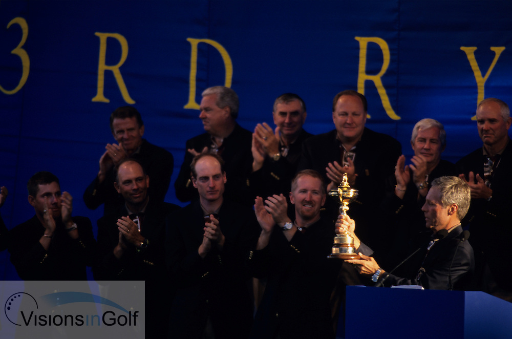 Ben Crenshaw gets the trophy for the USA team<br /> 990927 / THE COUNTRY CLUB, BROOKLINE, BOSTON, <br /> USA / PHOTO MARK NEWCOMBE / 33rd RYDER CUP 1999
