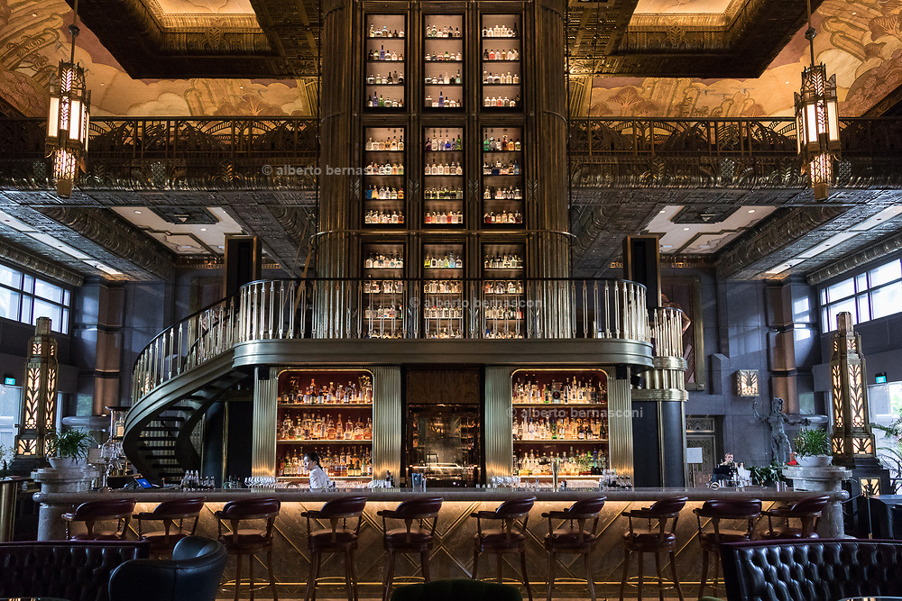 Singapore, probably the most beautiful bar in Singapore, Divine in Parkview sqaure