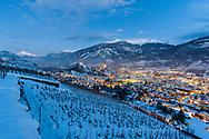 Sion la nuit en hivers sous la neige<br /> (OLIVIER MAIRE)