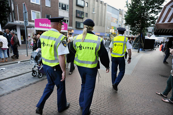 Nederland, Nijmegen, 20-7-2012Politie houdt toezicht tijdens de zomerfeesten die gelijktijdig met de 4daagse worden gehouden.. Foto: Flip Franssen/Hollandse Hoogte