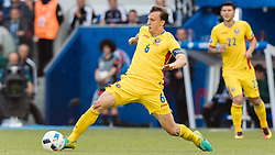 15.06.2016, Parc de Princes, Paris, FRA, UEFA Euro, Frankreich, Rumaenien vs Schweiz, Gruppe A, im Bild Vlad Chiriches (ROU) // Vlad Chiriches (ROU) during Group A match between Romania and Switzerland of the UEFA EURO 2016 France at the Parc de Princes in Paris, France on 2016/06/15. EXPA Pictures © 2016, PhotoCredit: EXPA/ JFK