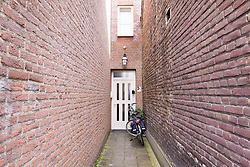 THEMENBILD - Das Bild zeigt einen Eingang zu einem Haus, Aufgenommen am 26. Juli 2016 in Nuenen // This picture shows a entrance to a house, Nuenen, Netherlands on 2016/07/26. EXPA Pictures © 2016, PhotoCredit: EXPA/ Sebastian Pucher