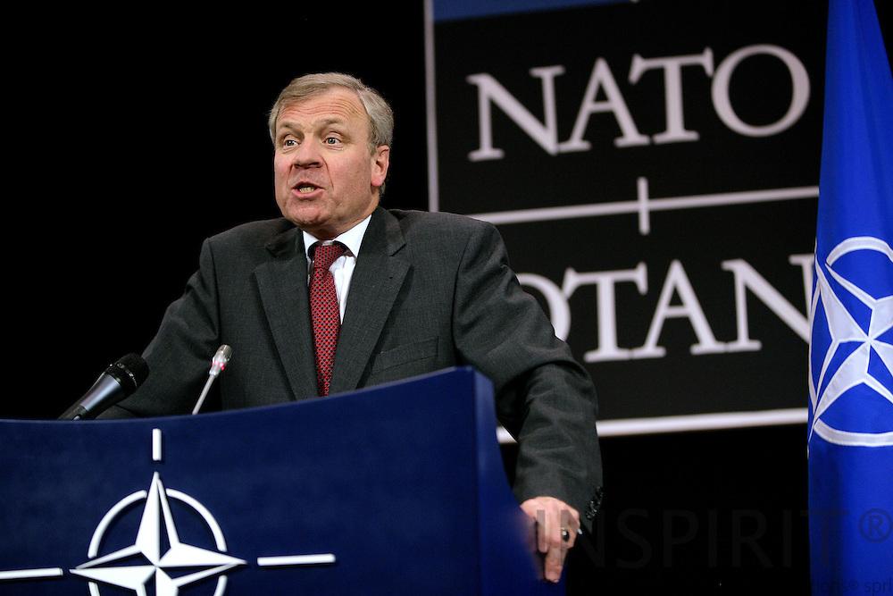 BRUSSELS - BELGIUM - 12 JUNE 2009 -- Meeting of NATO Defence Ministers.  Photo: Erik Luntang