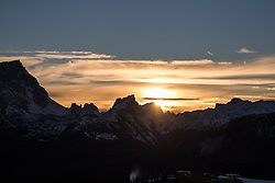 19.12.2016, Grand Risa, La Villa, ITA, FIS Ski Weltcup, Alta Badia, Riesenslalom, Herren, Riesenslalom, Herren, im Bild Sonnenaufgang in den Dolomiten // Sunset in the Dolomites during the men's Giant Slalom of FIS Ski Alpine World Cup at the at the Grand Risa race Course in La Villa, Italy on 2016/12/19. EXPA Pictures © 2016, PhotoCredit: EXPA/ Johann Groder