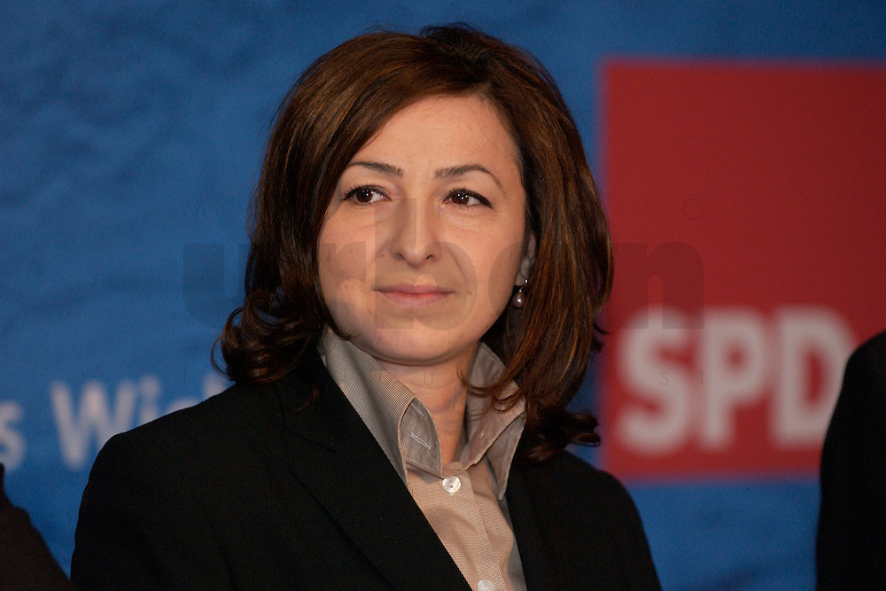 30 MAR 2004, BERLIN/GERMANY:<br /> Dilek Kolat, MdA Berlin, SPD, Empfang der Initiative Neue Inlaender der SPD, Willy-Brandt-Haus<br /> IMAGE: 20040330-04-043<br /> KEYWORDS: Neue Inl&auml;nder, T&uuml;rken, Tuerken