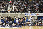 DESCRIZIONE : Desio Eurolega 2011-12 Bennet Cantu Barcelona FC Regal<br /> GIOCATORE : Gianluca Basile ultimo tiro sbagliato<br /> CATEGORIA : Tiro Three Points<br /> SQUADRA : Bennet Cantu<br /> EVENTO : Eurolega 2011-2012<br /> GARA : Bennet Cantu Barcelona FC Regal<br /> DATA : 23/02/2012<br /> SPORT : Pallacanestro <br /> AUTORE : Agenzia Ciamillo-Castoria/G.Cottini<br /> Galleria : Eurolega 2011-2012<br /> Fotonotizia : Desio Eurolega 2011-12 Bennet Cantu Barcelona FC Regal<br /> Predefinita :