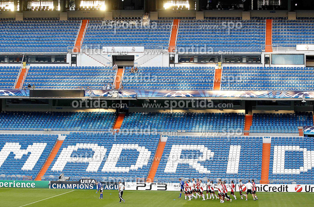 14.09.2010, estadio Santiago Bernabeu, Madrid, ESP, UEFA Champions League, Ajax Amsterdam, Trainning, im Bild Ajax Amsterdam's players during trainning session. EXPA Pictures © 2010, PhotoCredit: EXPA/ Alterphotos/ Alvaro Hernandez +++++ ATTENTION - OUT OF SPAIN / ESP +++++ / SPORTIDA PHOTO AGENCY