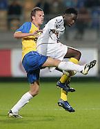 31-10-2007: Voetbal: KNVB Beker RKC Waalwijk - BV Veendam: Waalwijk<br /> Frank van Mosselveld in duel met Guilherme Afonso.<br /> Foto: Dennis Spaan