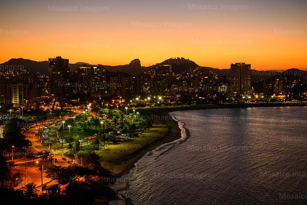 Brasil - Espirito Santo - Vitoria - Anoitecer na Curva da Jurema com a Praia de Santa Helena e Praia do Canto ao fundo - Foto: Gabriel Lordello/ Mosaico Imagem