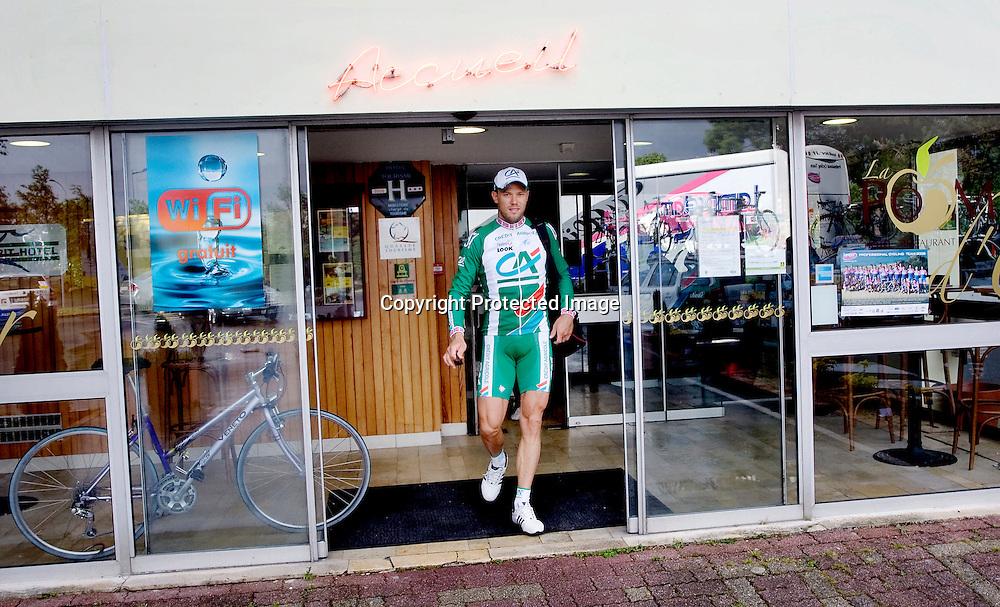 Nantes, 20080707.  TOUR DE FRANCE. Thor Hushovd fotografert idet han forlater hotellet. Her er klokken 09:30...Foto: Daniel Sannum Lauten/Dagbladet