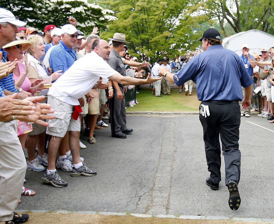 Phil Mickelson of the US is encouraged by fans as he makes his way out to the first tee during the third day of the US Open Golf Championship at Winged Foot Golf Club in Mamaroneck, New York Saturday, 17 June 2006. .