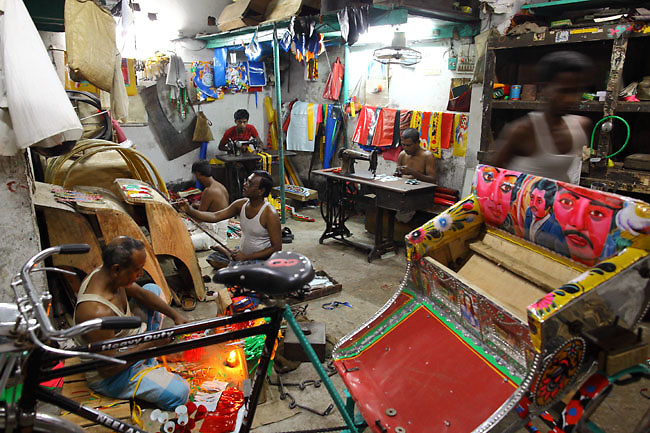 Rickshaw workshop in Old Dhaka. The most important workshops can count till 15 workers, producing up to 5 rickshaws a day. (Dhaka, Bangladesh).
