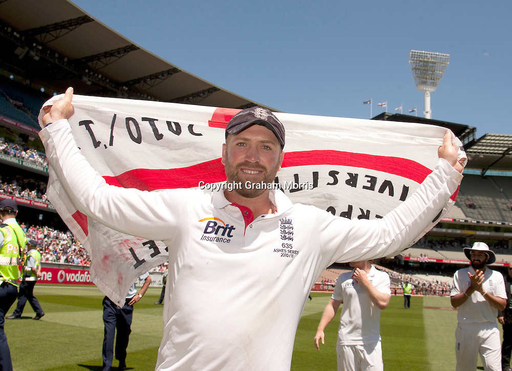 Matt Prior celebrates after winning the fourth Ashes test match between Australia and England at the MCG in Melbourne, Australia. Photo: Graham Morris (Tel: +44(0)20 8969 4192 Email: sales@cricketpix.com) 29/12/10