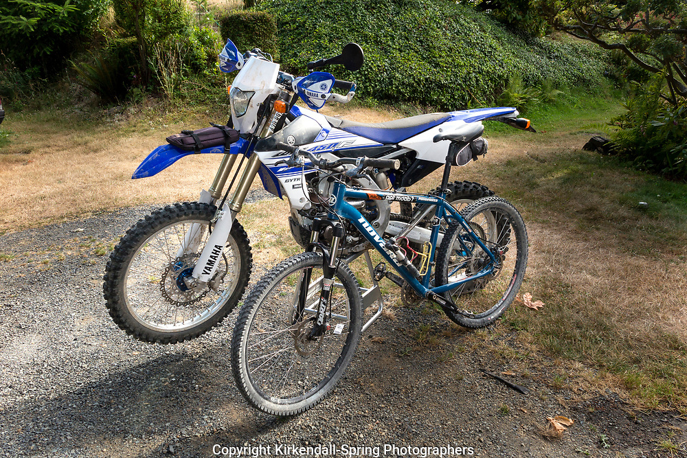 BC00654-00...WASHINGTON - Mountain bike and motocross bike.
