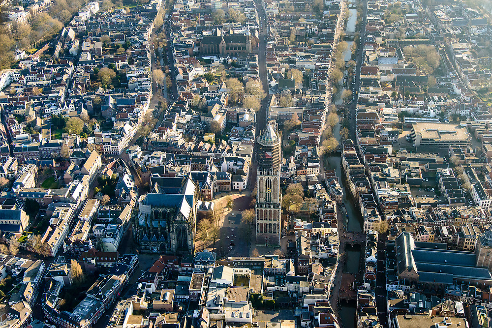 Nederland, Utrecht, Utrecht, 07-02-2018; binnenstad Utrecht, Domkerk, Domplein, Domtoren, Oude gracht.<br /> Overview City centre Utrecht.<br /> <br /> luchtfoto (toeslag op standard tarieven);<br /> aerial photo (additional fee required);<br /> copyright foto/photo Siebe Swart