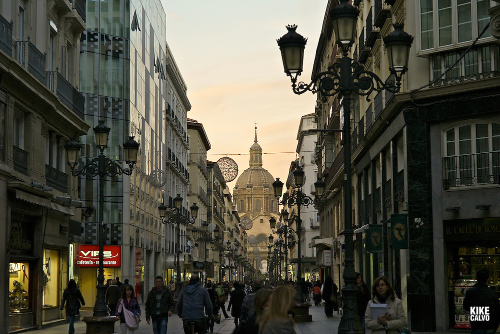 Calle Alfonso at sunset, with the Basilic of El Pilar on the background.