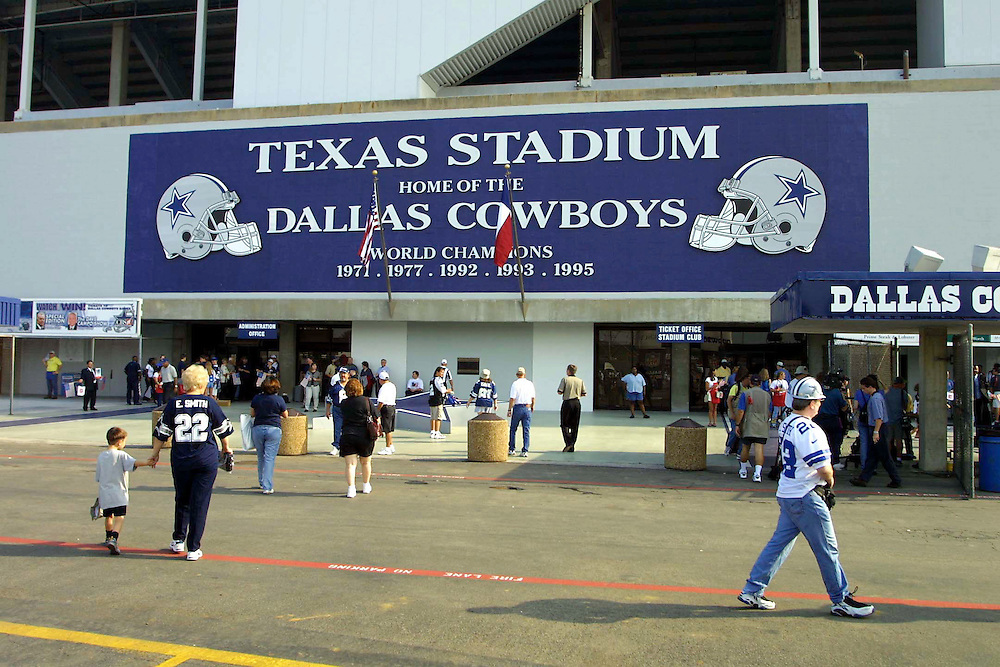 outside Texas Stadium before Dallas Cowboys vs San Diego Chargers game on 09/23/2001..©Wesley Hitt/NFL Photos