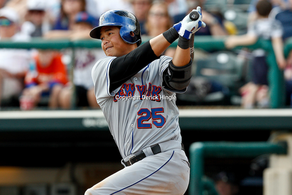 March 5, 2011; Lake Buena Vista, FL, USA; New York Mets second baseman Chin-lung Hu (25) during a spring training exhibition game against the Atlanta Braves at Disney Wide World of Sports complex.  Mandatory Credit: Derick E. Hingle