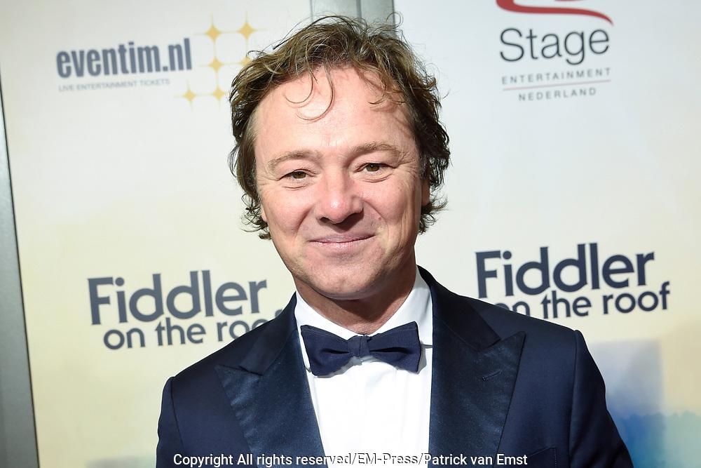 Premiere van de nieuwe versie van de musicalklassieker Fiddler on the Roof in het DeLaMar Theater, Amsterdan<br /> <br /> Op de foto:  Frits Sissing