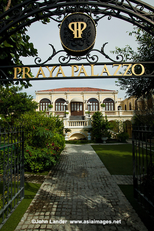 What once was an old Italian style mansion along the banks of the Chao Phraya River is now a gorgeous boutique hotel. Praya Palazzo is reminiscent of the ancient kingdom of Siam but with a wide variety of updated comfort features.