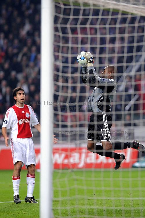 26-02-2009 VOETBAL: UEFA CUP: AJAX - FIORENTINA: AMSTERDAM<br /> Ajax plaatst zich voor de volgende ronde door 1-1 te spelen tegen Fiorentina  / Man of the match Kenneth Vermeer <br /> &copy;2009-WWW.FOTOHOOGENDOORN.NL