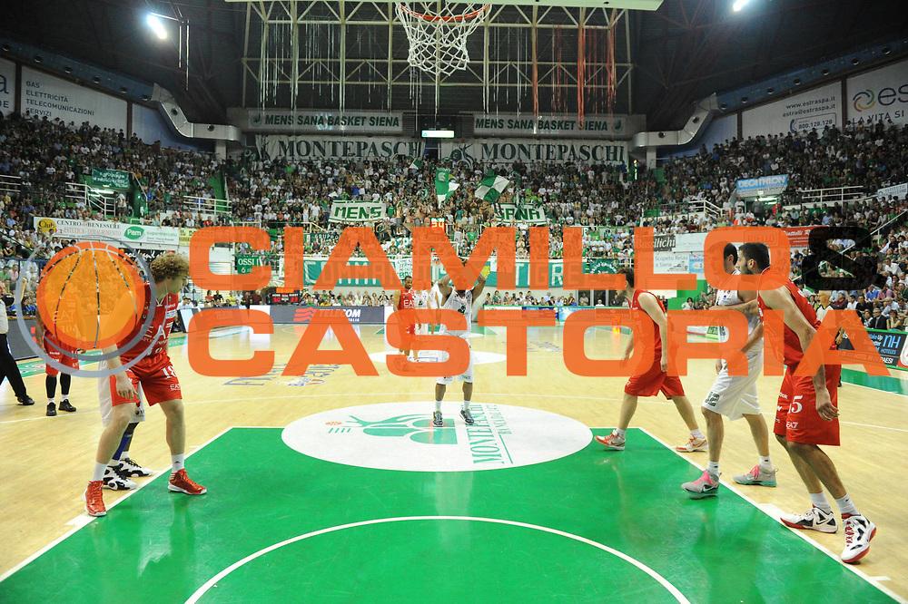 DESCRIZIONE : Siena Lega A 2011-12 Montepaschi Siena EA7 Emporio Armani Milano Finale scudetto gara 5<br /> GIOCATORE : Bo Mc Calebb<br /> CATEGORIA:  tiro <br /> SQUADRA : Montepaschi Siena<br /> EVENTO : Campionato Lega A 2011-2012 Finale scudetto gara 5<br /> GARA : Montepaschi Siena EA7 Emporio Armani Milano<br /> DATA : 17/06/2012<br /> SPORT : Pallacanestro <br /> AUTORE : Agenzia Ciamillo-Castoria/GiulioCiamillo<br /> Galleria : Lega Basket A 2011-2012  <br /> Fotonotizia : Siena Lega A 2011-12 Montepaschi Siena EA7 Emporio Armani Milano Finale scudetto gara 5<br /> Predefinita :