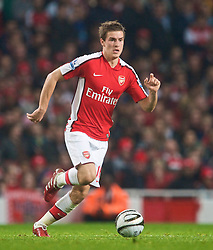 LONDON, ENGLAND - Wednesday, October 28, 2009: Arsenal's Aaron Ramsey in action against Liverpool during the League Cup 4th Round match at Emirates Stadium. (Photo by David Rawcliffe/Propaganda)