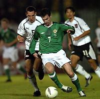 Fotball<br /> VM-kvalifisering<br /> Nord Irland v Østerrike<br /> Belfast<br /> 13. oktober 2004<br /> Foto: Digitalsport<br /> NORWAY ONLY<br /> Emanuel Pogatetz (AUT), Keith Gillespie (NIR)