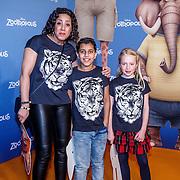 NLD/Amsterdam/20160213 - Premiere Zootropolis, Aicha Margadi en Kenza en vriendin Lola