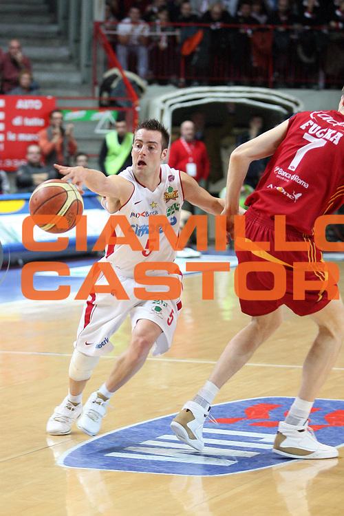 DESCRIZIONE : Varese Lega A1 2007-08 Cimberio Varese Lottomatica Virtus Roma<br /> GIOCATORE : Alexandar Capin<br /> SQUADRA : Cimberio Varese<br /> EVENTO : Campionato Lega A1 2007-2008<br /> GARA : Cimberio Varese Lottomatica Virtus Roma<br /> DATA : 06/01/2008<br /> CATEGORIA : Palleggio<br /> SPORT : Pallacanestro<br /> AUTORE : Agenzia Ciamillo-Castoria/S.Ceretti