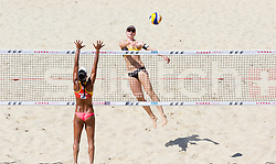 29.07.2017, Donauinsel, Wien, AUT, FIVB Beach Volleyball WM, Wien 2017, Damen, Gruppe B, im Bild v.l. Andrea Galindo (COL), Julia Sude (GER) // f.l. Andrea Galindo of Colombia Julia Sude of Germany during the Women's group B match of 2017 FIVB Beach Volleyball World Championships at the Donauinsel in Wien, Austria on 2017/07/29. EXPA Pictures © 2017, PhotoCredit: EXPA/ Sebastian Pucher