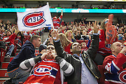 se?rie e?liminatoire de Hockey 2010..Le Canadien contre les Pingouins au Centre Bell.Les partisans de?ambulent rue Saint-Cathetine...  Montreal's Canadien hockey club fans.during 2010 playoffs at Bell Center