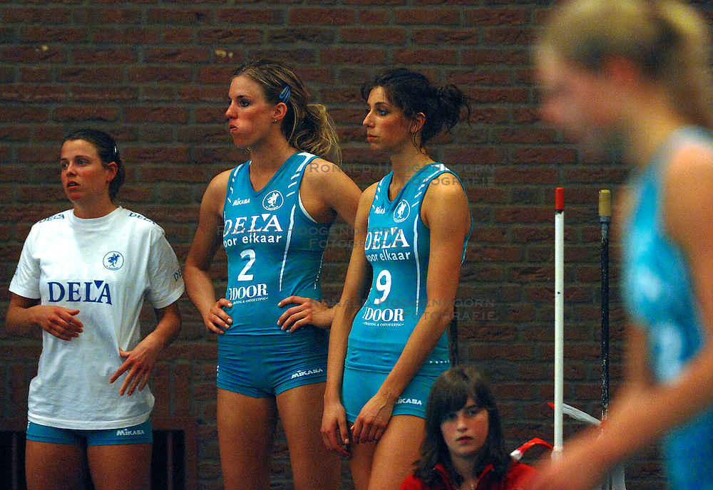 22-04-2007 VOLLEYBAL: PLANTINA LONGA - DELA MARTINUS: ZIEUWENT<br /> De dames van Martinus zijn landskampioen volleybal geworden. In de best-of-7 werd Plantina/Longa met 4-0 geklopt / Elke Wijnhoven, Susan van dern Heuvel en Floortje Meijners<br /> &copy;2007-WWW.FOTOHOOGENDOORN.NL