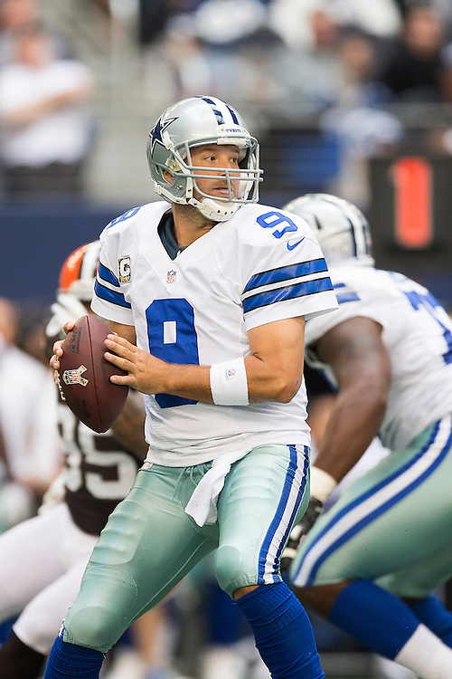 ARLINGTON, TX - NOVEMBER 18:  Tony Romo #9 of the Dallas Cowboys looks downfield for a receiver during a game against the Cleveland Browns at Cowboys Stadium on November 18, 2012 in Arlington, Texas.  The Cowboys defeated the Browns 23-20.  (Photo by Wesley Hitt/Getty Images) *** Local Caption *** Tony Romo