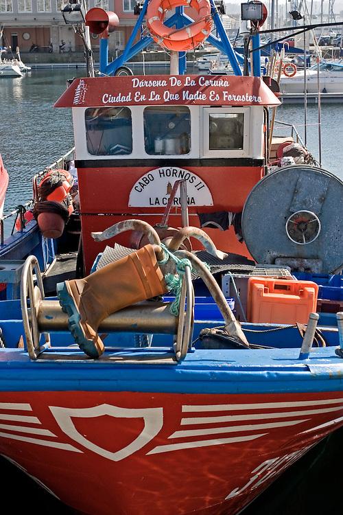 Embarcación pesquera amarrada en la Dársena de La Coruña.
