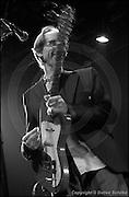 """Berlin, DEU, 01.11.2004: Jazz Music , Arto Lindsay, """"Salt"""", Mischung aus elektronischen Klangformen und brasilianischen Grooves, Produzent, Songwriter, Saenger,  [ Photo-copyright: Detlev Schilke, Postfach 350802, 10217 Berlin, Germany, Mobile: +49 170 3110119, photo@detschilke.de, www.detschilke.de - Jegliche Nutzung nur gegen Honorar nach MFM, Urhebernachweis nach Par. 13 UrhG und Belegexemplare. Only editorial use, advertising after agreement! Eventuell notwendige Einholung von Rechten Dritter wird nicht zugesichert, falls nicht anders vermerkt. No Model Release! No Property Release! AGB/TERMS: http://www.detschilke.de/terms.html ]"""