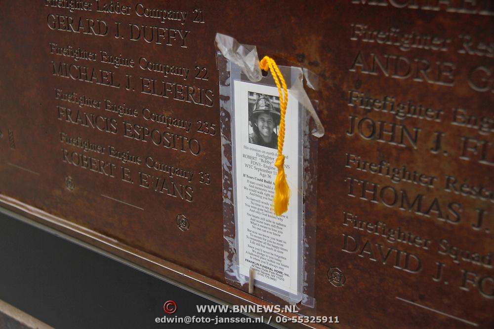 USA/New Yok/20120301 - New York, plaquette ter nagedachtens van de omgekomen slachtoffers van 911