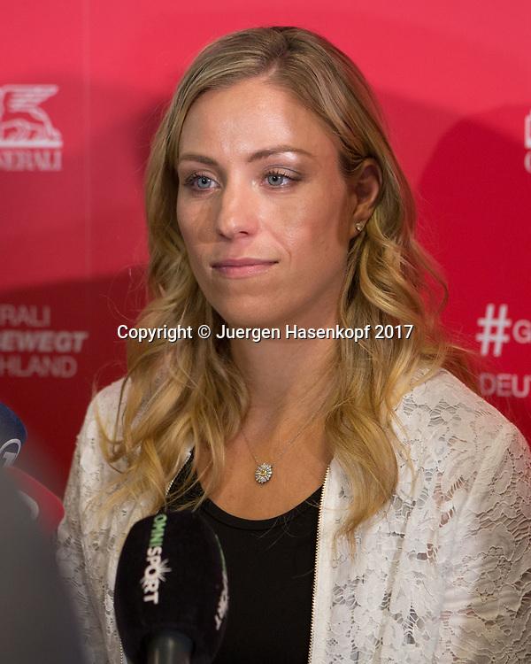 Tennis Profi ANGELIQUE KERBER (GER)  im Fokus der Medienbei einem Sponsoren Termin  in Muenchen,