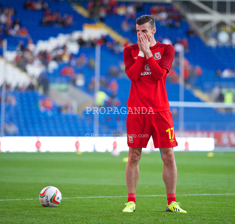 CARDIFF, WALES - Tuesday, September 10, 2013: Wales' Gareth Bale warms-up before the 2014 FIFA World Cup Brazil Qualifying Group A match against Serbia at the Cardiff CIty Stadium. (Pic by David Rawcliffe/Propaganda)