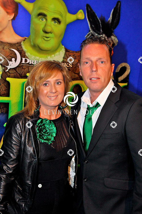 AMSTERDAM - In het RAI Theater is de Galapremiere SHREK de Musical gestart. Met op de groene loper  Rob Geus met vriendin Suzanne. FOTO LEVIN DEN BOER - PERSFOTO.NU