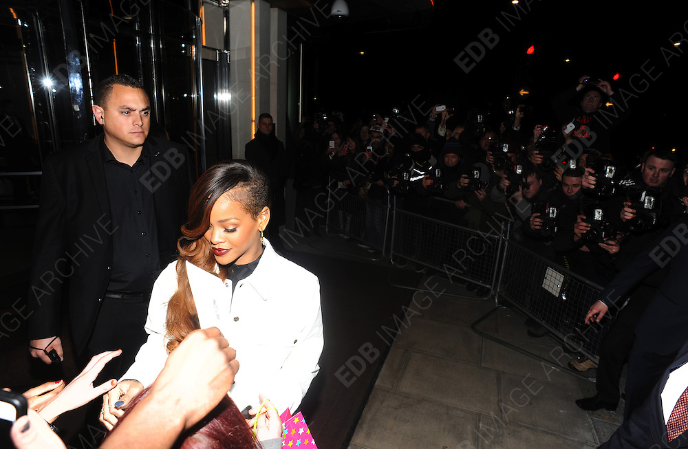 04.MARCH.2013. LONDON<br /> <br /> RIHANNA LEAVING HER LONDON HOTEL TO ATTEND THE OPENING OF HER RIHANNA FOR RIVER ISLAND COLLECTION.  <br /> <br /> BYLINE: EDBIMAGEARCHIVE.CO.UK<br /> <br /> *THIS IMAGE IS STRICTLY FOR UK NEWSPAPERS AND MAGAZINES ONLY*<br /> *FOR WORLD WIDE SALES AND WEB USE PLEASE CONTACT EDBIMAGEARCHIVE - 0208 954 5968*
