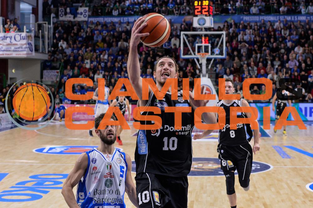 DESCRIZIONE : Campionato 2015/16 Serie A Beko Dinamo Banco di Sardegna Sassari - Dolomiti Energia Trento<br /> GIOCATORE : Toto Forray<br /> CATEGORIA : Tiro Penetrazione Sottomano<br /> SQUADRA : Dolomiti Energia Trento<br /> EVENTO : LegaBasket Serie A Beko 2015/2016<br /> GARA : Dinamo Banco di Sardegna Sassari - Dolomiti Energia Trento<br /> DATA : 06/12/2015<br /> SPORT : Pallacanestro <br /> AUTORE : Agenzia Ciamillo-Castoria/L.Canu