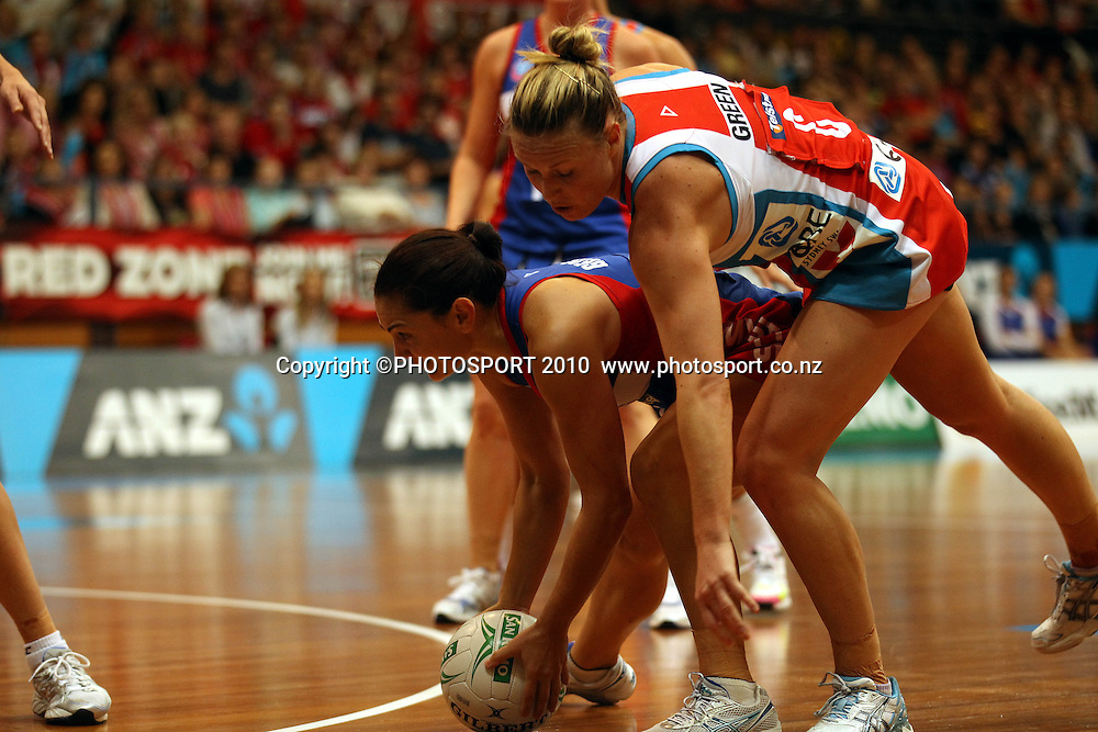Tempara George catching over Kim Green<br /> ANZ Semi Final - NSW Swifts v Northern Mystics, 8 May 2011. Photo: Paul Seiser/PHOTOSPORT